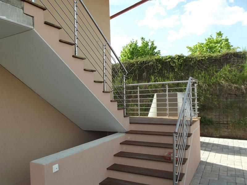 Treppengeländer Edelstahl an Betontreppe
