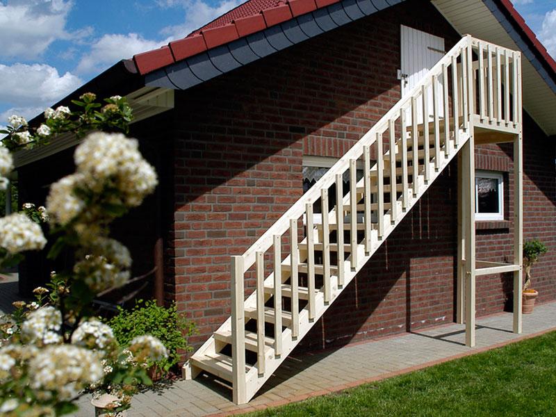 Holzgeländer Außentreppe